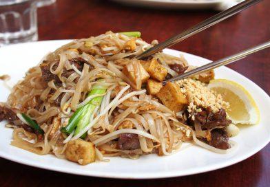 """ผัดไทยกุ้งสด"""" เมนูอาหารจานเดียวสูตรเด็ด"""