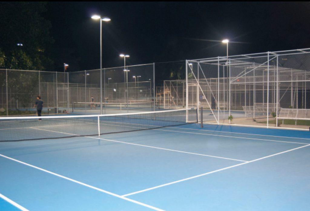เล่นเทนนิสในซิดนี่ย์
